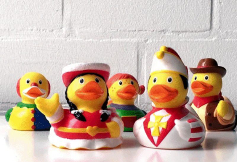 LILALU-SHARE-HAPPINESS-Its-carnival-time-with-rubber-ducks_800x800.jpg